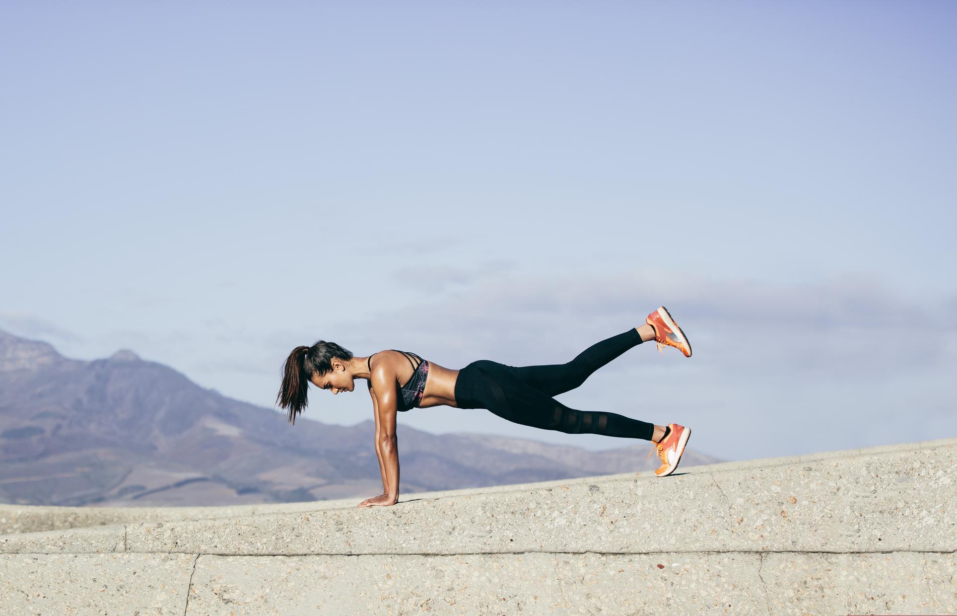 planche sur une jambe pour runneuse : musculation des jambes